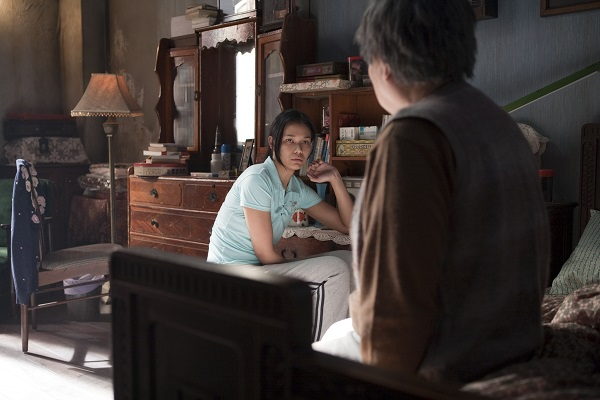 Titisi is an Indonesian in-home carer looking after an old Taiwanese lady who is trapped in her illness and painful memories.