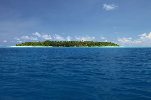 Tuvalu is expected to be the first victim of the rising sea levels associated with climate change. Formerly known as the Ellice Islands, Tuvalu is a Polynesian island nation located in the southern Pacific Ocean, and one of the few remaining diplomatic allies of Taiwan. Its territory consists of only 26 square kilometers, which is expected to be submerged under the ocean within 50 years as a result of global warming.