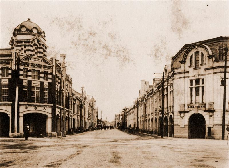 """""""Sakaechō"""" (today's Hengyang Road in Taipei City) in the 1920s. The shops that line the street are representative of the ornate Japanese architectural style of the period. (Source: The Archives of the Institute of Taiwan History, Academia Sinica)"""