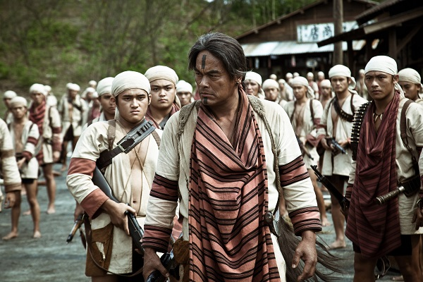 The colonial government view the uprising of the Seediq tribe as a major crisis and send Major General Yahiko KAMADA, with 3,000 police and soldiers, to suppress the rebellion. The Japanese troops use machine guns and airplanes but cannot decisively win the battles in the harsh, rugged mountain terrain. Furious with the stalemate, the General orders the use of illegal poison gas bombs to annihilate the aboriginal fighters.