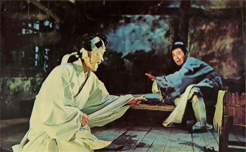 Four Moods consisted of four costume drama sections on folklore. Joy by PAI Ching-Jui, features a stylized guard of ghosts that