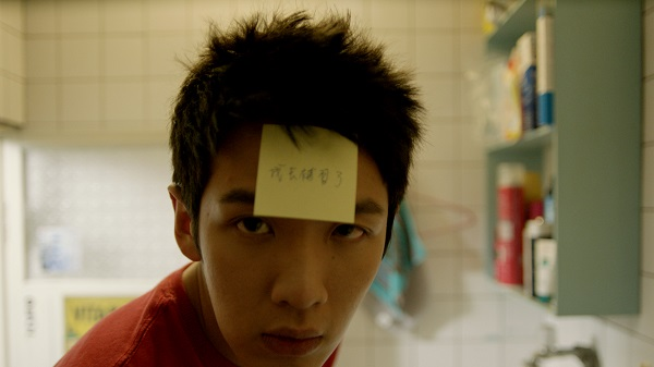 Tung wakes one morning to find his girlfriend has abandoned him, leaving only a break-up note stuck to his forehead.