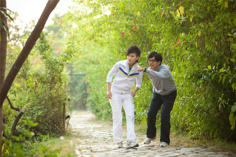 Yu-Tung is a teenage girl who dresses and acts as a boy, and rebels fiercely against her family.