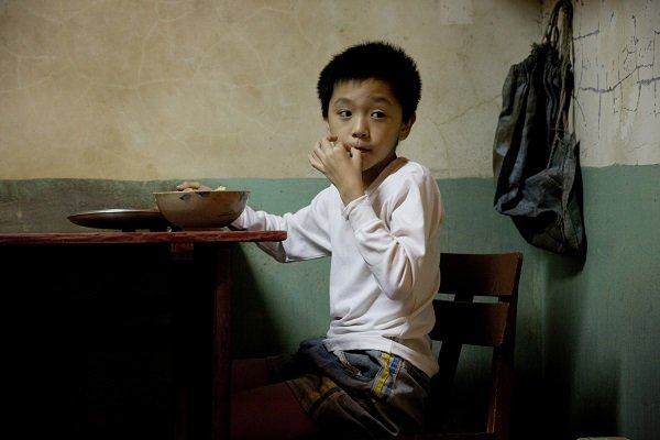 Scorned and resented at home and lost in the world at large, Xiang turns to portraiture as a way of understanding the life unfurling around him.