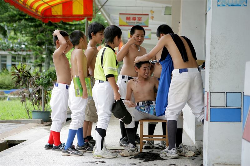 A group of Taiwanese aboriginal boys from the countryside of Hualien, the island's East Coast, are now in the fifth and sixth grades in Fu-Yuang Primary School.