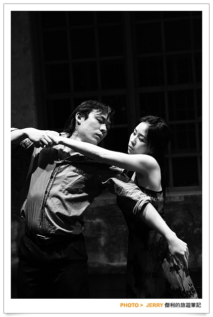 And Cho Shu-Yi, whose maturity grows out of poverty, is a distinguished dancer of the young generation. To present their dancing, this film employs the delicate form of the Dance film, taking the camera to the theaters, the rehearsal rooms, and the spaces of everyday life to film the three dancers in action. It covers a wide range of issues, such as gender, lyrical dances inspired by poetry, the relation of the body to music and dancing, and how distinct spaces form different dances. In addition to modern dance, director Hung Hung also interviews ballroom dancers, street dancers, and kids from dancing class, and inquires why people dance and why dancing makes people happy.