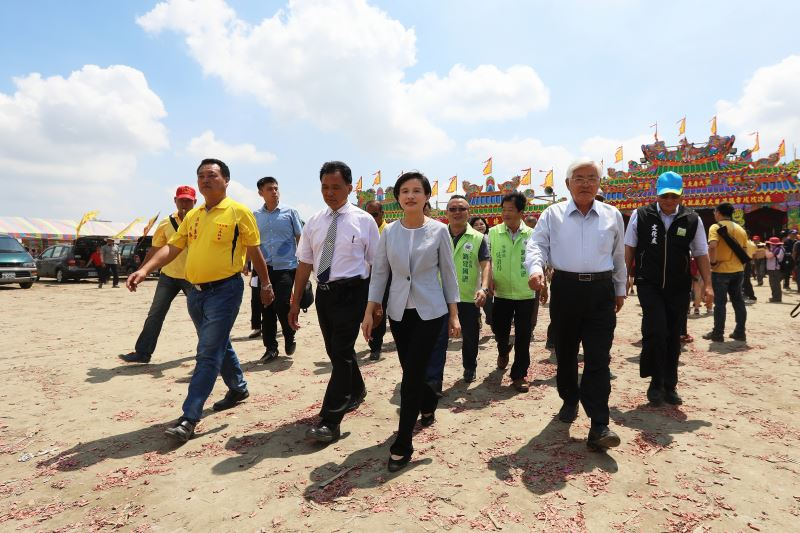 Minister of Culture Cheng Li-chiun traveled to Huwei Township to host the ceremony recognizing