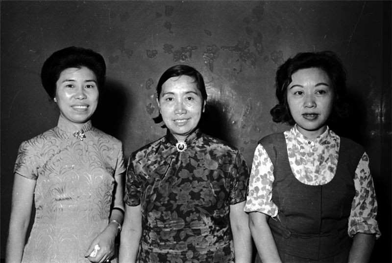 Writers Xie Bingying (left), Qi Jun (center), and Wang Rongzi (right) in 1965. (Source: Central News Agency)