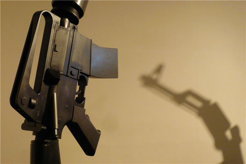 CHIU Chao-Tsai〈The World of Fatigue - M16 & AK47〉2010 Mixed media, Interactive device 125×61×339 cm(M16), 110×61×305 cm(AK47)