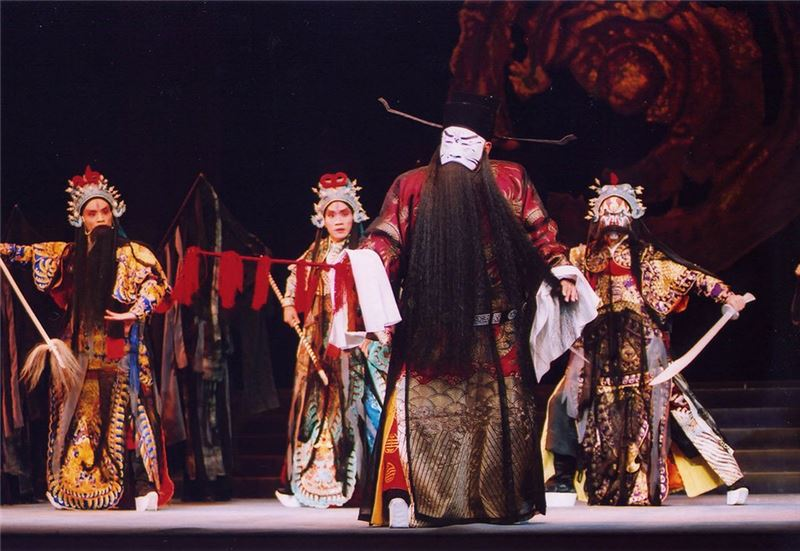 A scene from Journey Through Hell(Chen Yuan-jen as Tsao Tsao)(2002)