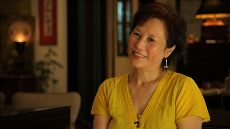 The sounds and images of YANG Mu's recitations allow the audience experience the joy of poetry through their own eyes and ears,