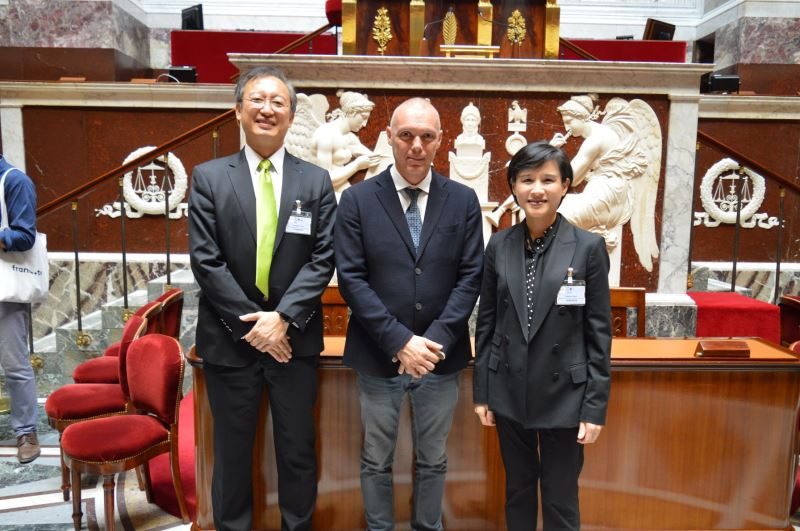 Minister visits French National Assembly