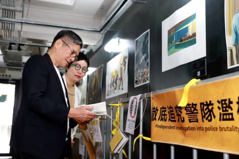 Minister visits HK protest art exhibition in Taipei