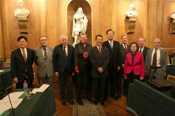 Deputy Minister presents Taiwan-France Cultural Awards in Paris