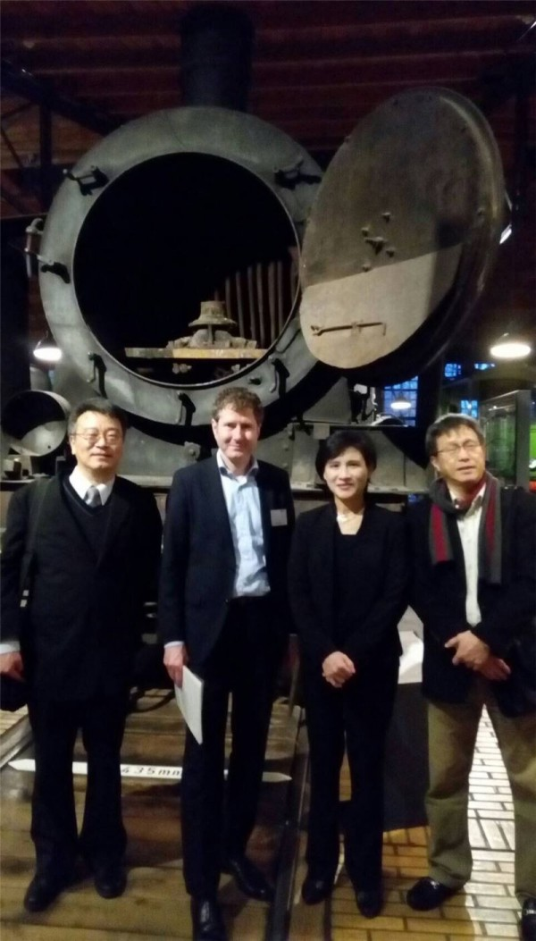 Minister visits Germany's railway and tech museums