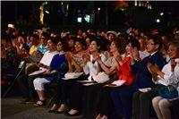 文化部部長鄭麗君於臺灣文化日當晚與民眾共同欣賞臺灣向前行音樂會