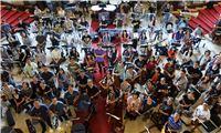 指揮水藍與國臺交及北市交兩團合體共141位樂團團員期待【宇宙之音-馬勒 千人】音樂會演出