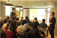 現場青年向洪震宇講師提問社區參與和整合資源等議題。