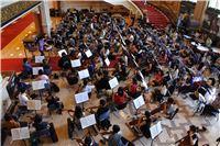 國臺交與北市交兩團聯合安排於國家戲劇院大廳進行龐大編制的馬勒第八號交響曲排練