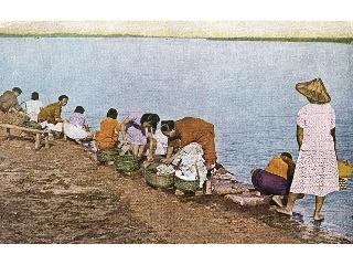 河邊洗衣─阿嬤級的「聊天室」