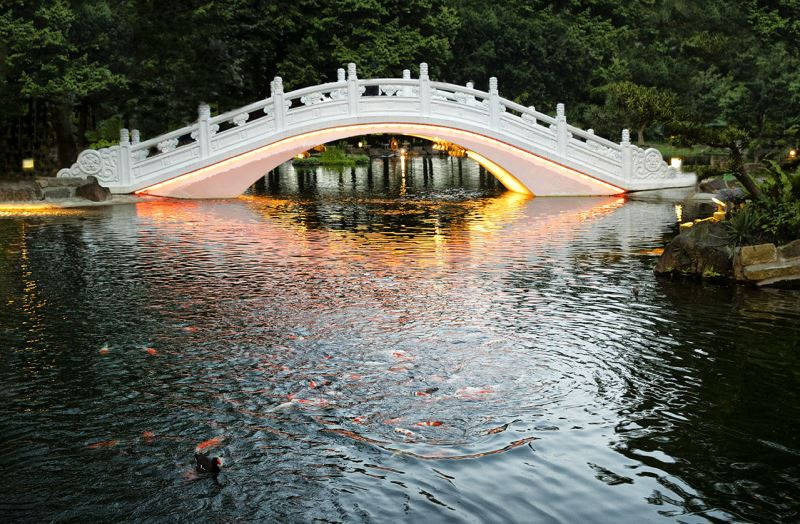 20190524 arch bridge Light night view (orange)