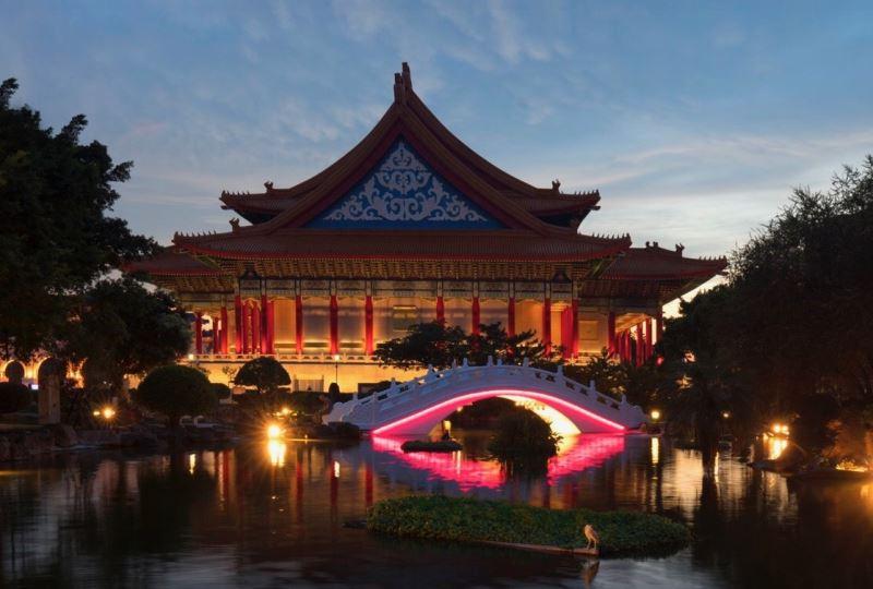 2018.8.22拱橋燈光夜景(紫紅光)