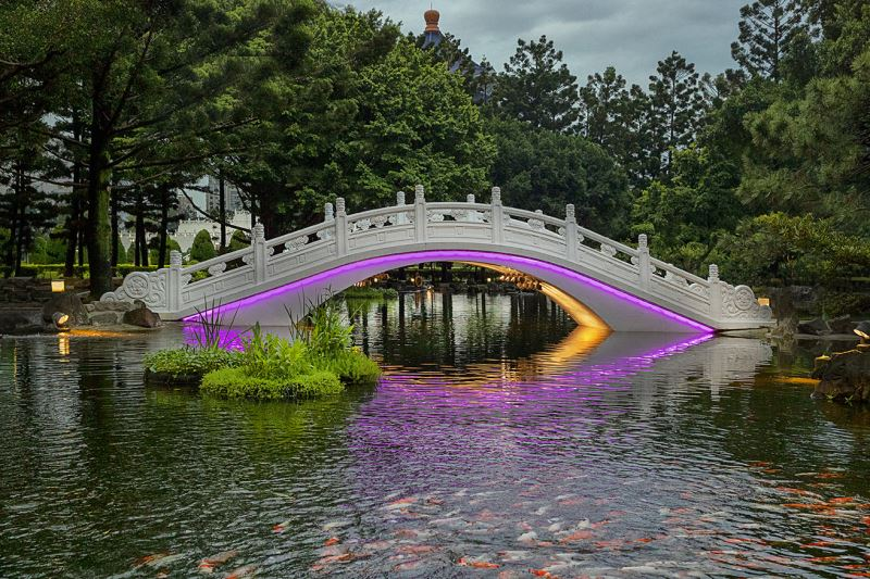 20190517 arch bridge Light night view (purple)