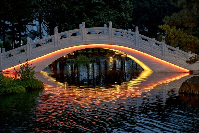 20190516 arch bridge Light night view (orange red)