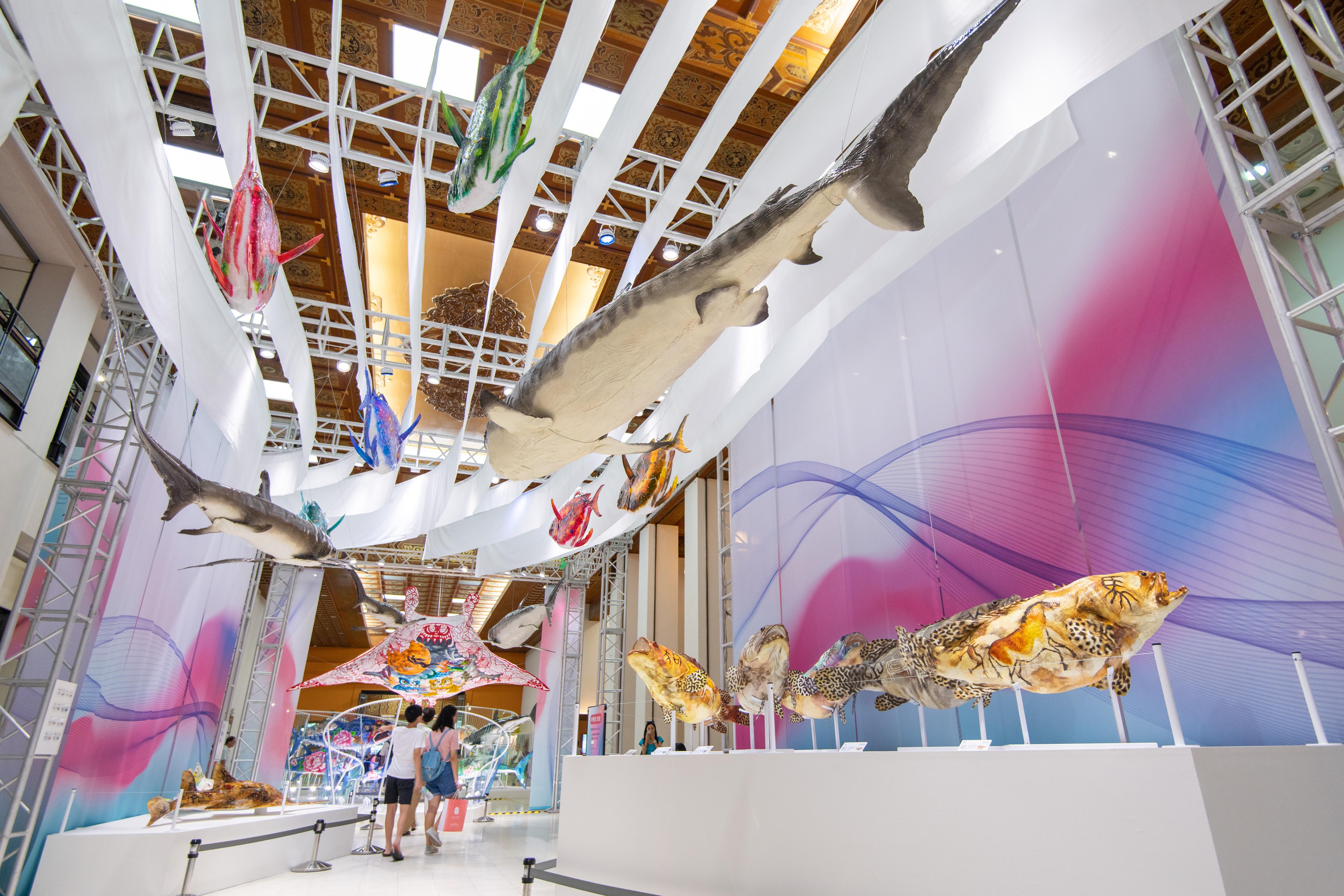 20190628-20191030 Fishwear- Vibrant Ocean Art -  specimen