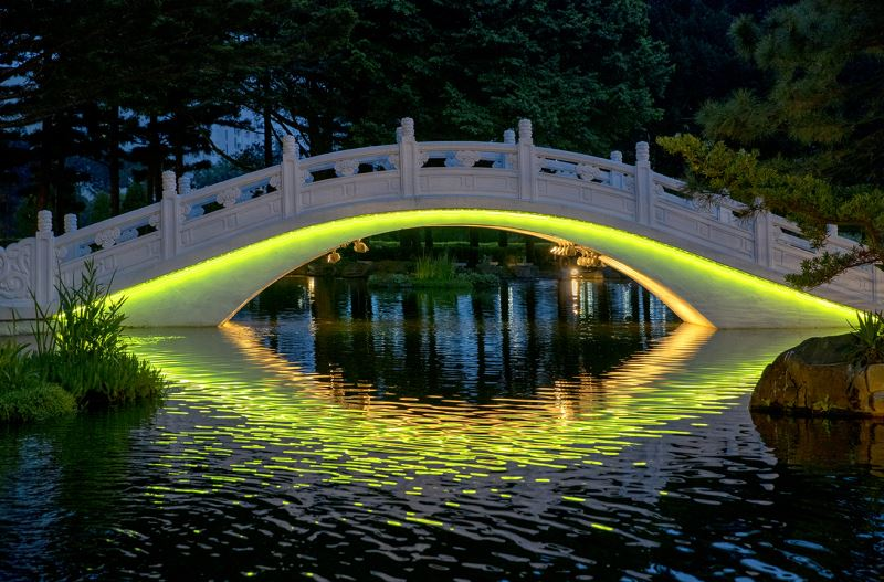 20190516 arch bridge Light night view (orange green)