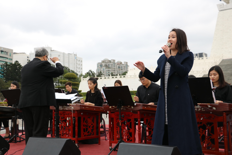 20200208 民主大道藝文表演-喜慶鑼鼓民謠風-迎春接福音樂會台灣揚琴樂團