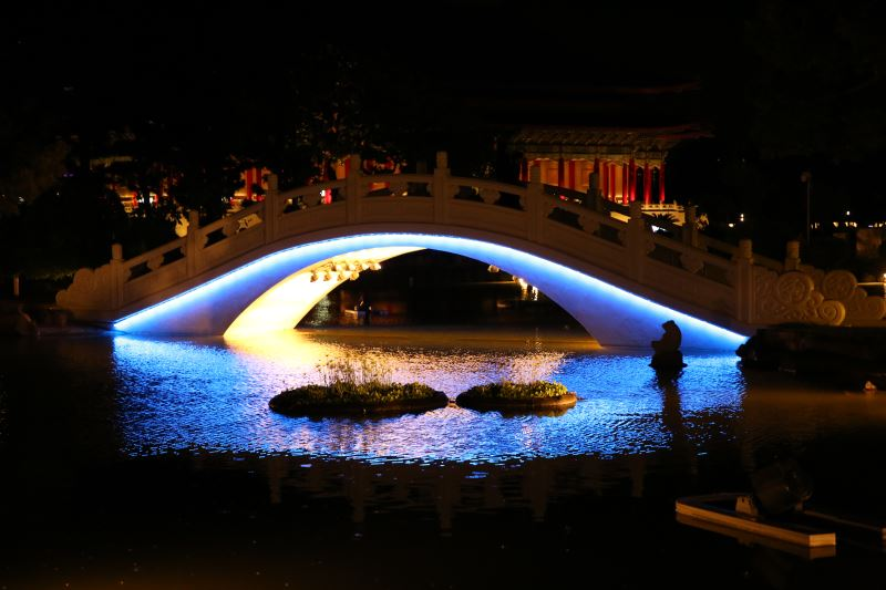 20180822 arch bridge Light night view