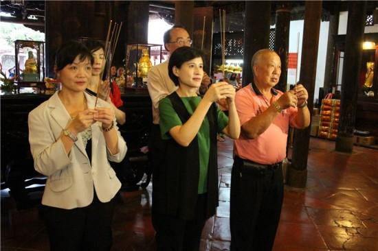 Minister visits crafts hub Lukang Township