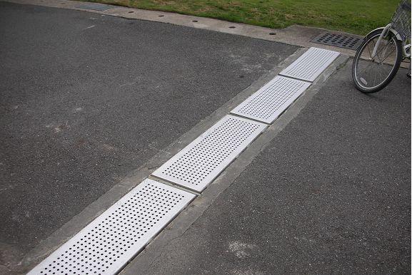 園區水溝增設沖孔板