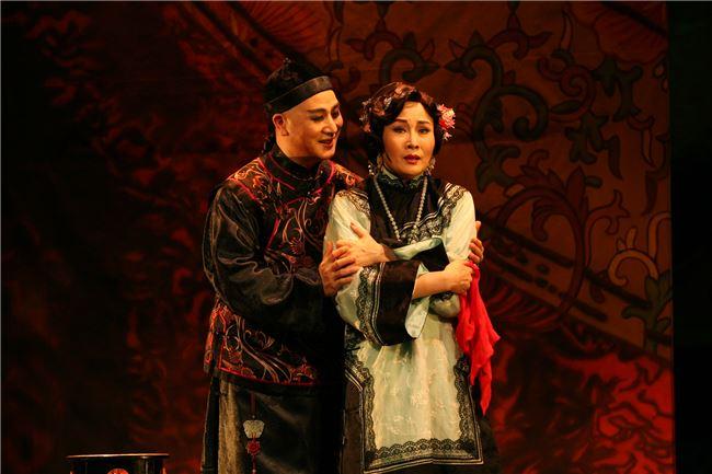 《金鎖記》結合電影表現手法呈現京劇之美。
