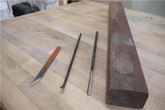 尖刀、翹匙、彎口刀、木棰,是羅又睿的老師傳承給他的刀具,也開啟了他與木雕藝術的不解之緣。