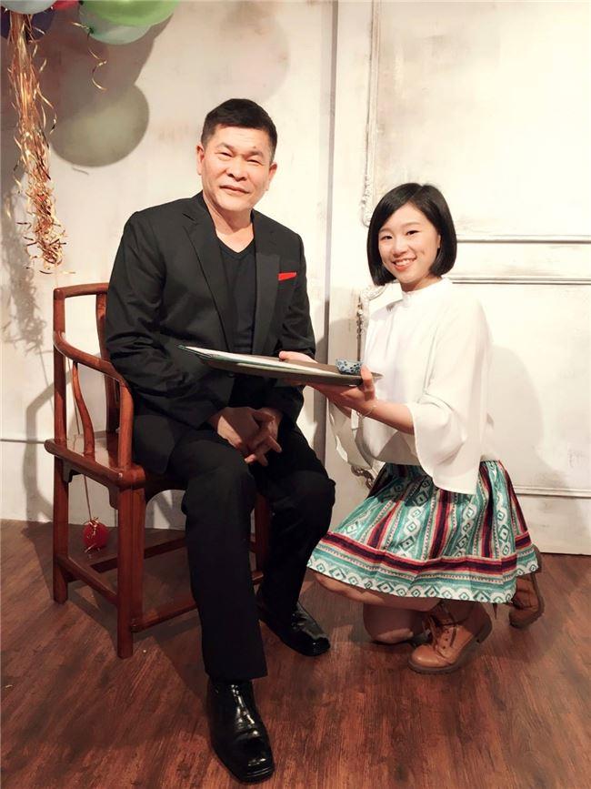 60歲送給自己的生日禮物,是收很會唱歌的張芳瑜為徒弟