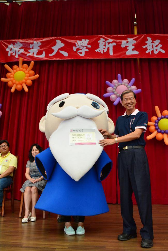 佛光大學校長楊朝祥擁有深厚的行政與教育經驗。