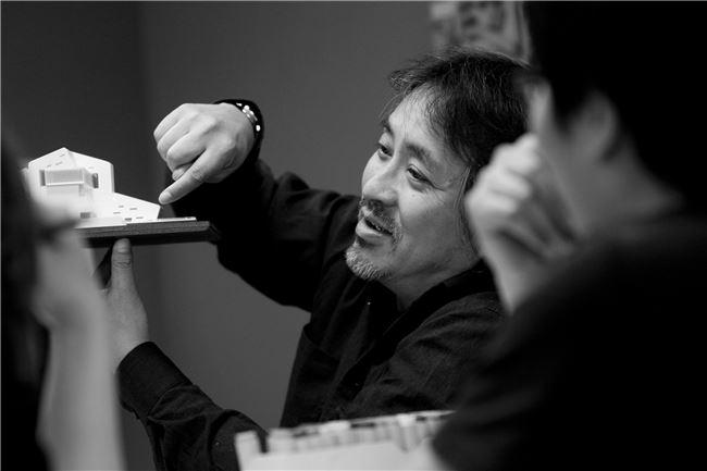 結合電影場景運境思考,姚仁喜追求建築空間整體的流暢感。