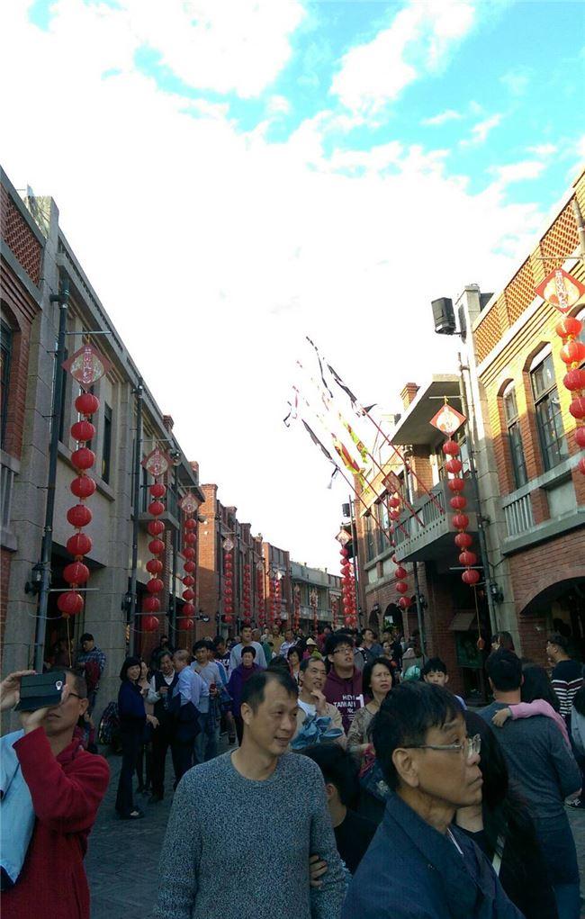 全臺灣民眾在過年期間到傳藝文化圈感受臺灣傳統之美。