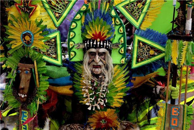 充滿印地安民族特色的Oruro 嘉年華已成為世界非無質文化遺產代表作(下載自unboxingtraveller.com)