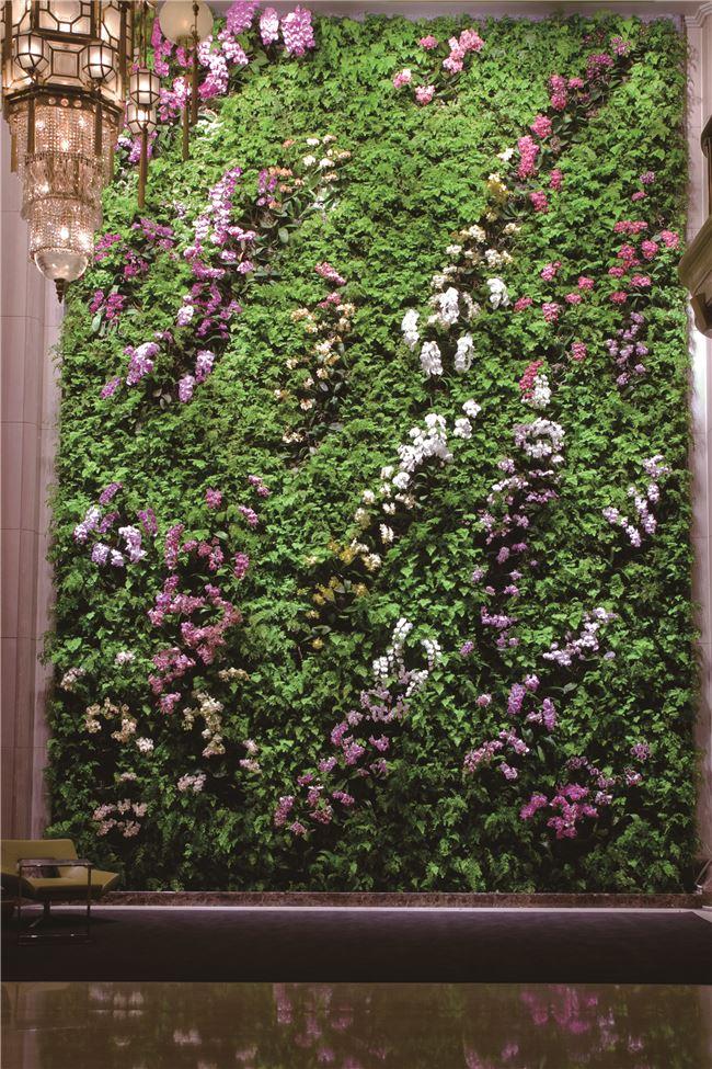 兩廳院花牆,都是採用臺灣原生蘭花創建而成。