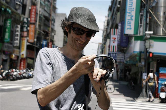 尚若白非常喜歡音樂,也將他對音樂的熱情與紀錄片結合。