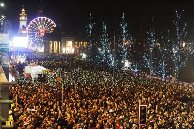 一到跨年,整座愛丁堡成了超大型遊樂園與街頭派對場。