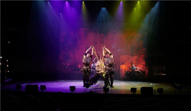 朱團的打擊樂演出精準到位,作曲家洪千惠以小鑼鼓、木琴等樂器呈現木蘭的心理狀態。