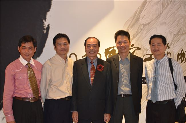 (左起)錫藝家庭老二陳烱裕、老大陳烱隆、父親陳萬能、老三陳志揚、老四陳志昇。