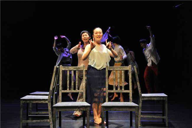 林文中舞團2014年推出《慢搖》