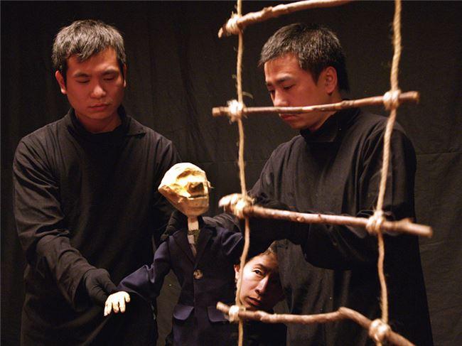 柯世宏柯世華兩兄弟於2002年演出無獨有偶《我是另一個你自己》  照片提供 無獨有偶工作室劇團