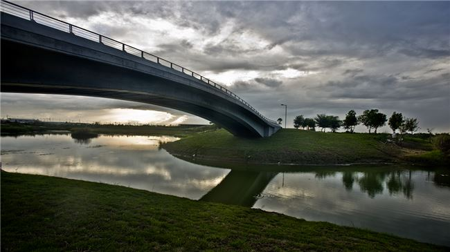 Fratemity Lake & Qianshou Bridge