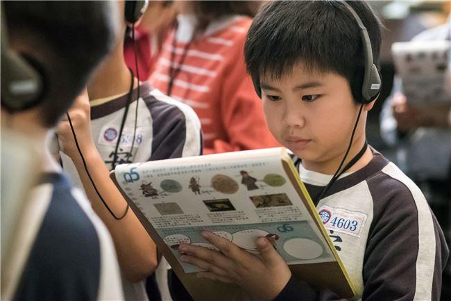 學習單是以常設展「斯土斯民:臺灣的故事」為主軸,由教育人員引導學生運用常設展學習單的現場活動。